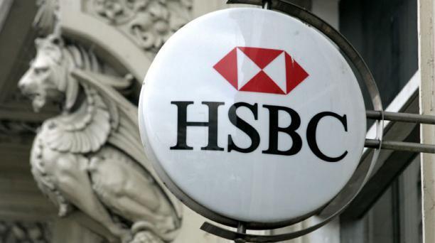 Logo de HSBC con estatua al fondo
